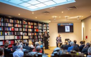 """Général Vincent Desportes et Louis Vogel durant une conférence""""née"""